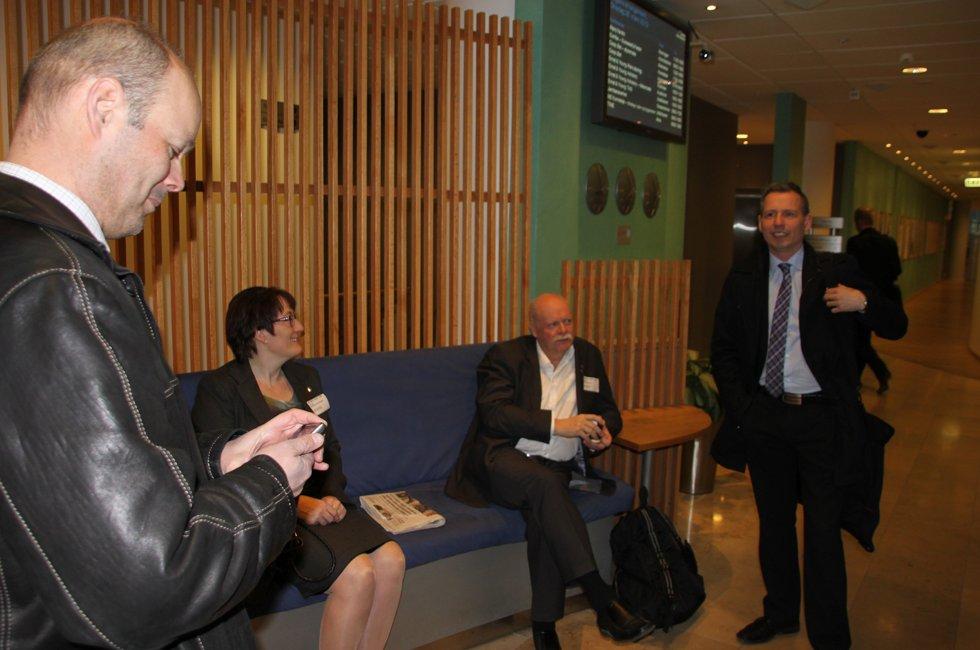 Presist frammøte: Stig-Gøran Olsen (f.v.), Hanne Nora Nilssen, Jann- Arne Løvdahl og Bård Anders Langø er klare for å møte Avinor onsdag morgen.  (Foto: Trine M. Albrigtsen)