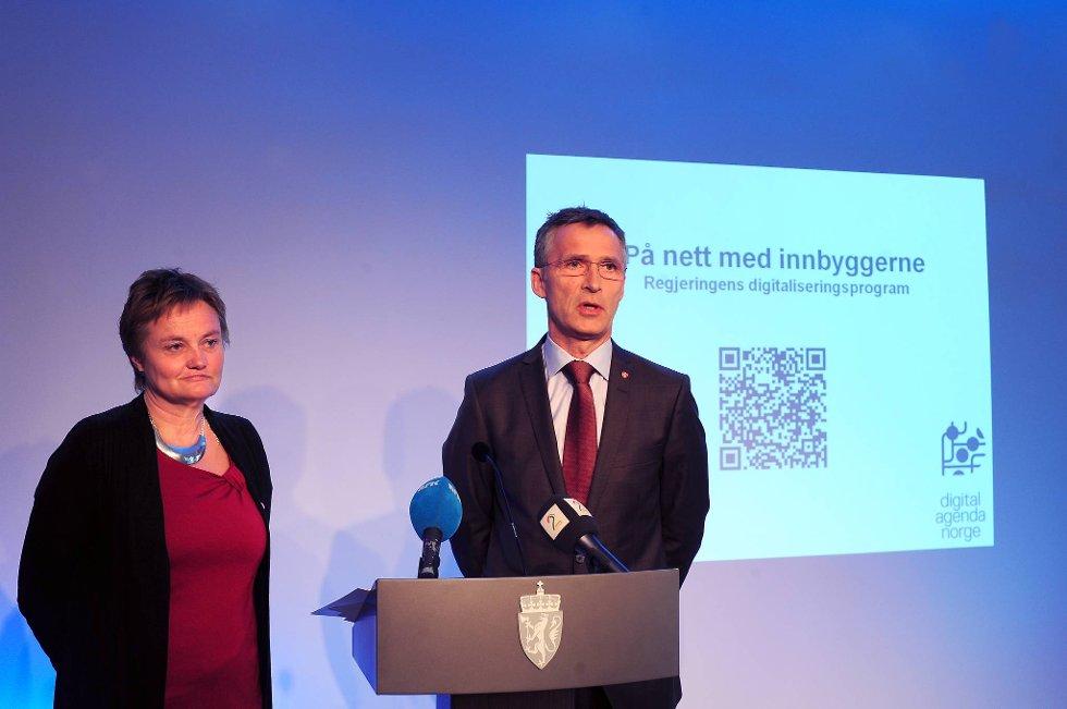 Statsminister Jens Stoltenberg og fornyings-, administrasjons- og kirkeminister Rigmor Aasrud la fram  regjeringens digitaliseringsprogram.