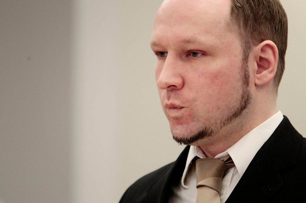 Anders Behring Breivik er i gang med sin forklaring.