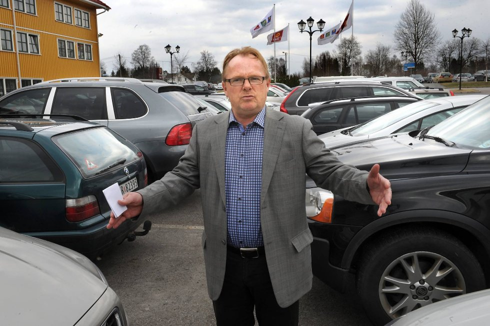 Frp-nestleder Per Sandberg vil ha så høye drivstoffpriser at årsavgiften og kjøpsavgiften kan fjernes.