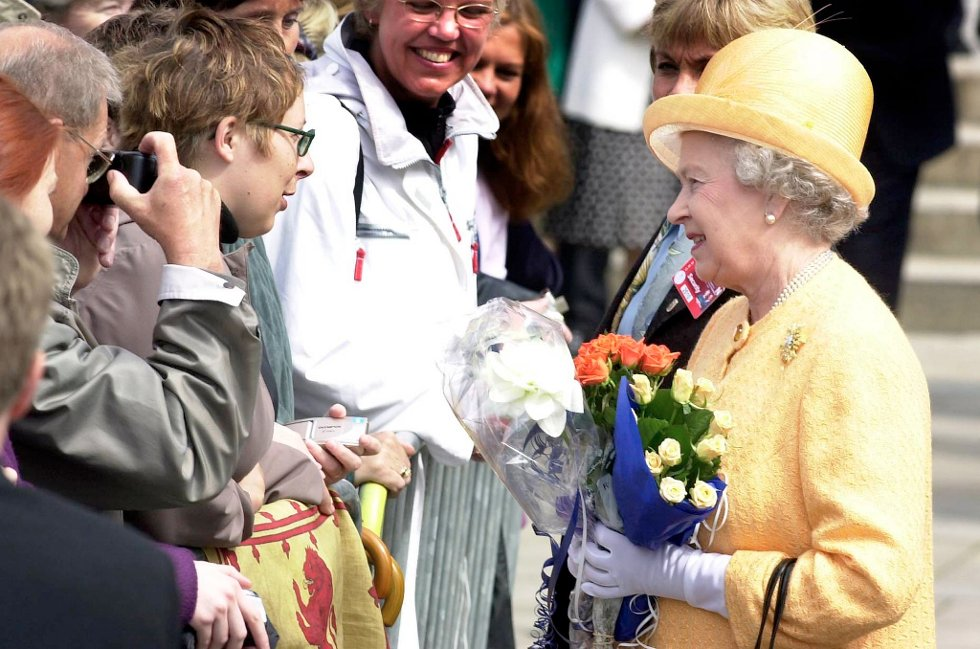 Lørdag fyller dronning Elizabeth 86 år. Bildet er fra 2001, da hun besøkte Norge.