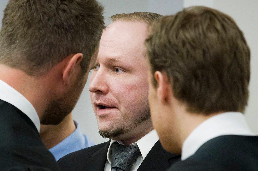 Anders Behring Breivik ble irritert under mandagens utspørring.