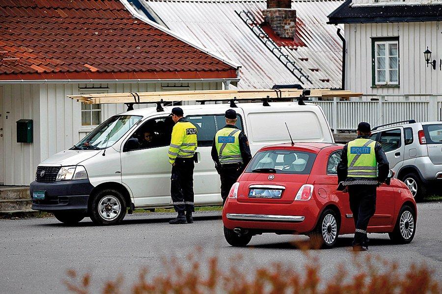 Politiet sto klar ved Rughagen i dag tidlig.