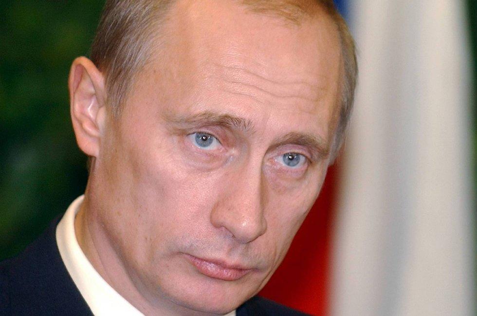 Putin går av som partileder.