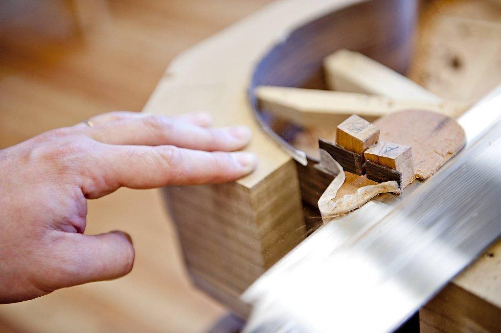 Nøye utskjæring med komponenter laget fra bunn av. (Foto: VIDAR LANGELAND)