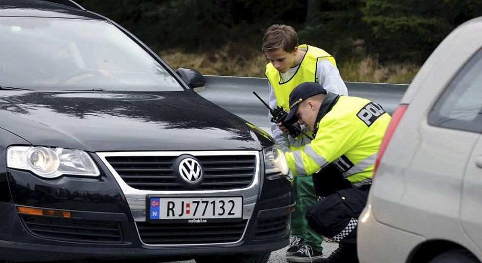 Preben Solli fra Bergen hadde en interessant og alternativ skoledag i Kvinnherad mandag. Blant annet som trafikkpoliti.
