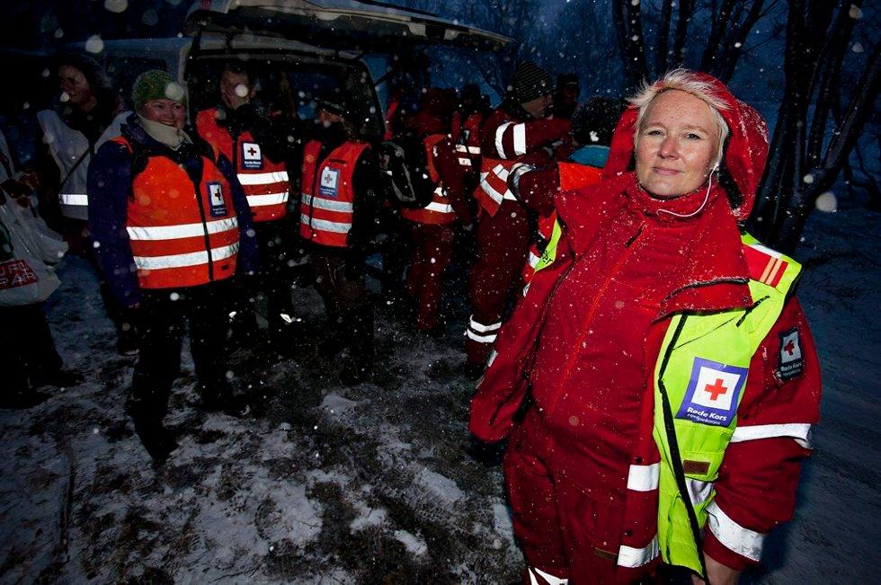 BEKYMRET FOR HYPOTERMI: Operativ leder for Røde Kors' 18 menn og kvinner, Ann-Ellen Karlsen, var mest bekymret for forfrysninger og hypotermi grunnet det kalde været. (Foto: Vidar Dons Lindrupsen)