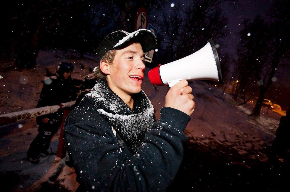 HØRTES GODT: Eskild Søreisa-Thuen med megafon. (Foto: Vidar Dons Lindrupsen)