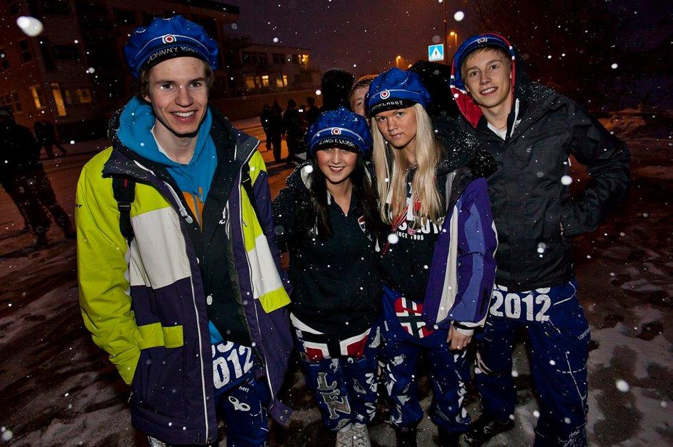 "LINSELUS: Har man ""linselus"" som russenavn må man jo selvsagt komme i avisa. Her 17-åringene Morten, Lena og Victoria. (Foto: Vidar Dons Lindrupsen)"