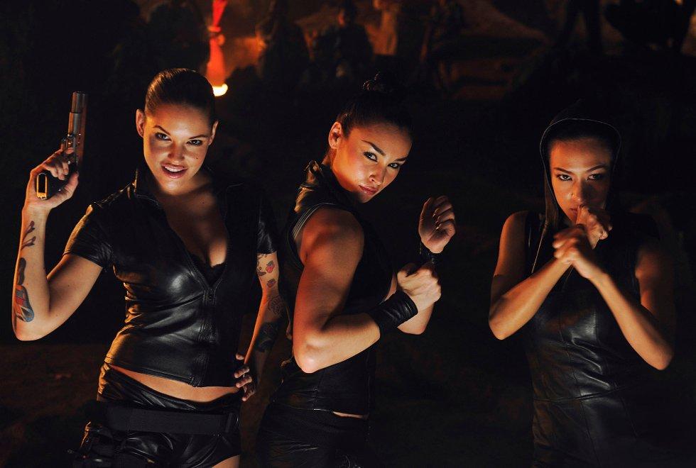 Triana Iglesias (30), Ewa da Cruz (35) og Goggig Kutchanan Grubbmo (25) spiller slåsskjemper i Kill Buljo-oppfølgeren.