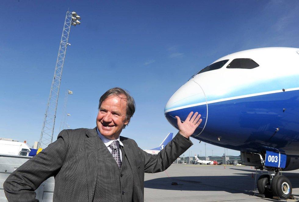 Administrerende direktør i Norwegian, Bjørn Kjos, viste onsdag fram selskapets nye superfly på Gardermoen.  (Foto: Terje Pedersen, ANB)