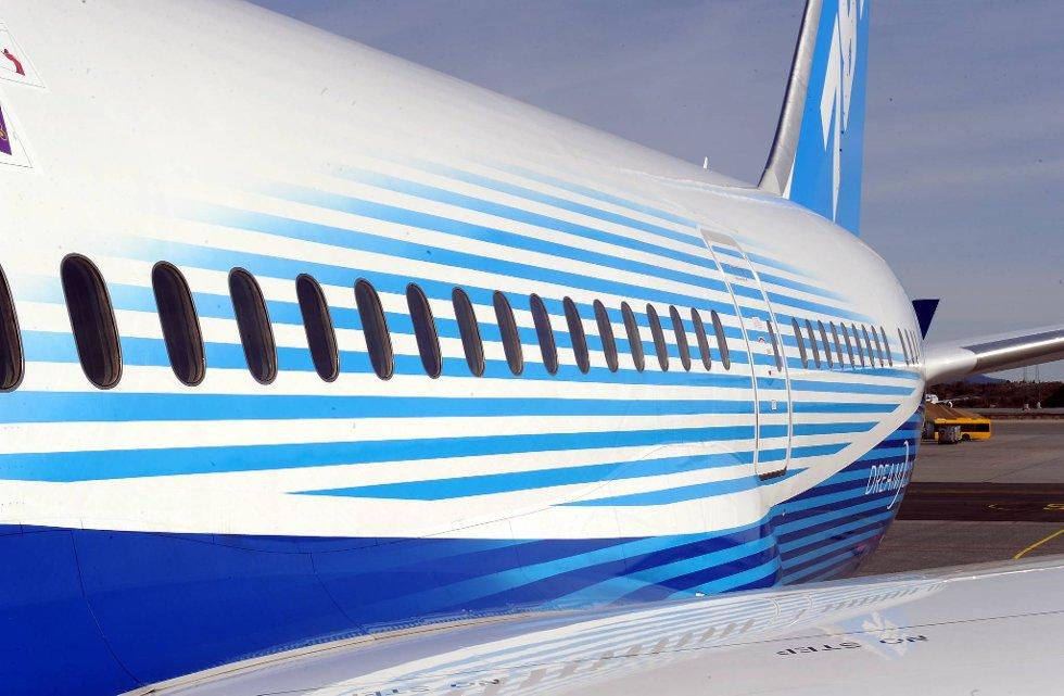 Større vinduer skal gi passasjererne en triveligere reise. Vinduene kan dimmes elektronisk. (Foto: Terje Pedersen, ANB)