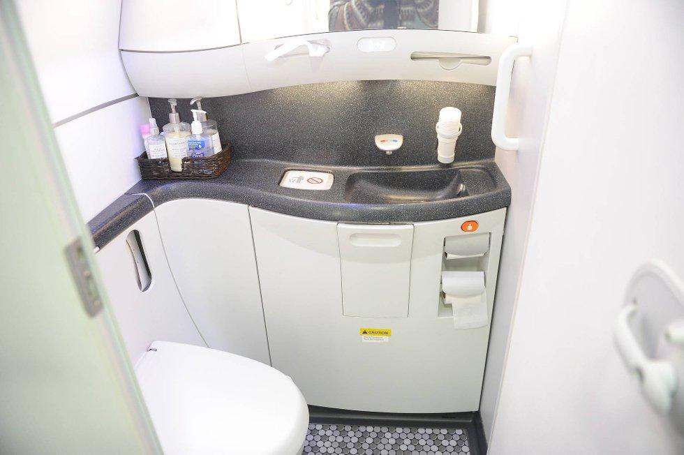 Ikke fullt så trange toalettforhold om bord i superflyet... (Foto: Terje Pedersen, ANB)
