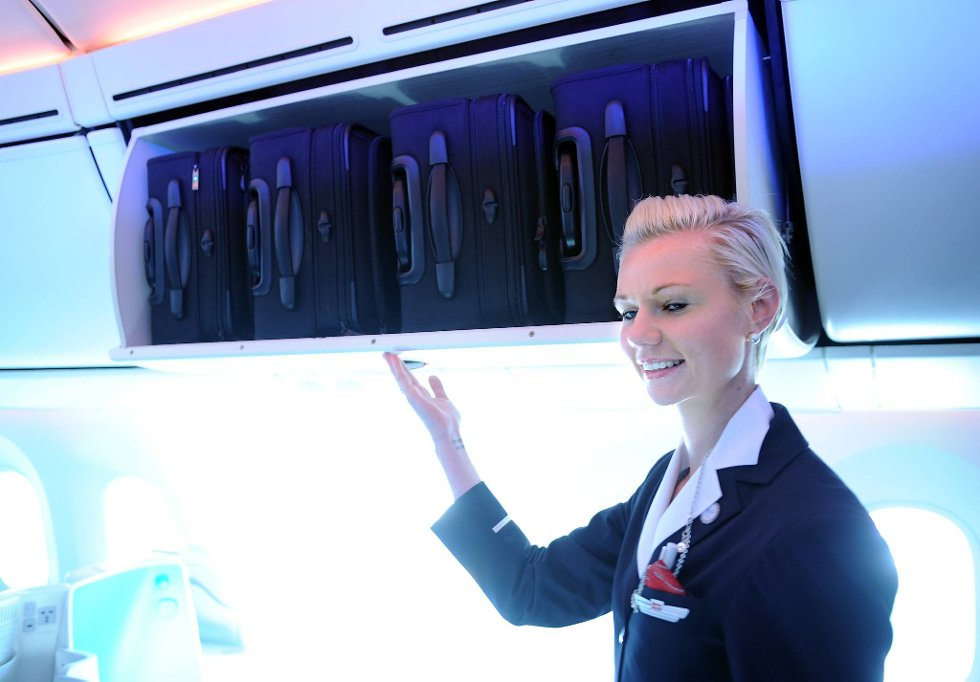 Håndbagasjen på høykant. Det er altså større plass til denne type bagasje.  (Foto: Terje Pedersen, ANB)