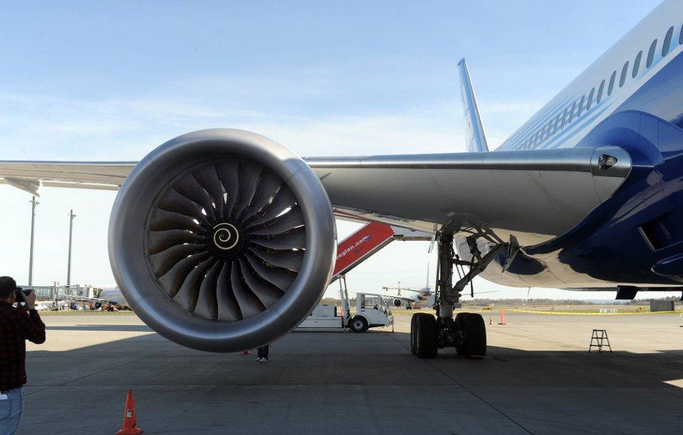 Miljøvennlige motorer. Dreamlineren kan også fly mer enn 1.000 kilometer lenger enn nærmeste konkurrerende flytype. (Foto: Terje Pedersen, ANB)
