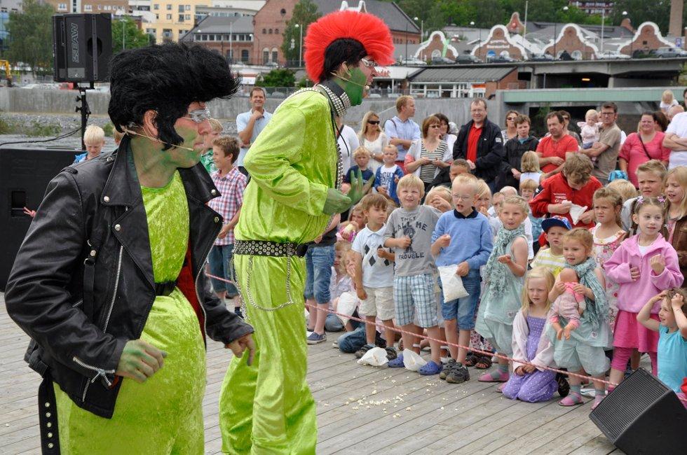 Bror Andersen, som Pervis, Marie Risan, som padda, og Eivind Lien, som Pingla, underholdt barn i alle aldre på Gladtvedt brygge i fjor. Nå blir det en ny runde med froskerock.
