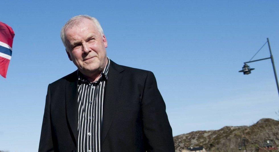 Øygardens ordfører Otto Harkestad forteller om en hel kommune i sorg etter Alexander Dale Oens dødsfall. Han har meddelt at kommunen vil betale begravelsen til Dale Oen.