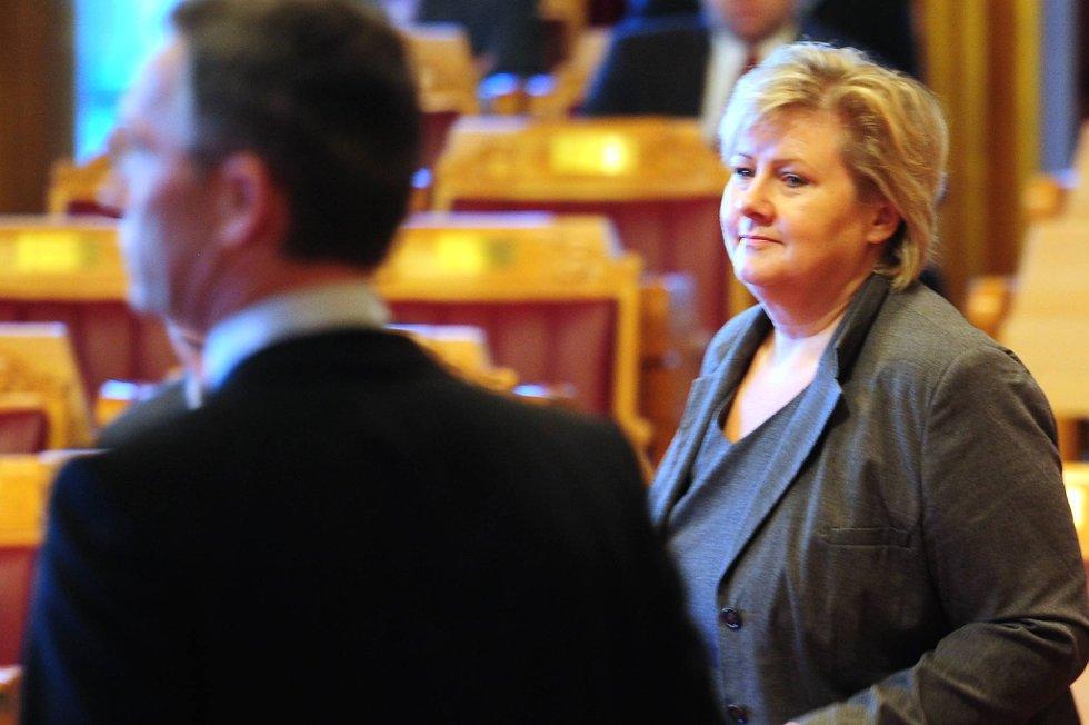 Jens Stoltenberg er en populær statsminister, men Erna Solberg blir stadig mer populær blant folket.