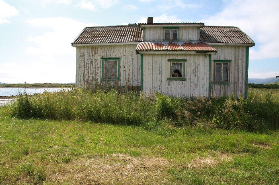 Det står mange ubebodde hus på norske landbrukseiendommer, og flere av dem forfaller.