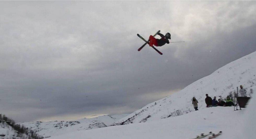 Jørgen Lammedal (14) på big jumpen i Eikedalen.