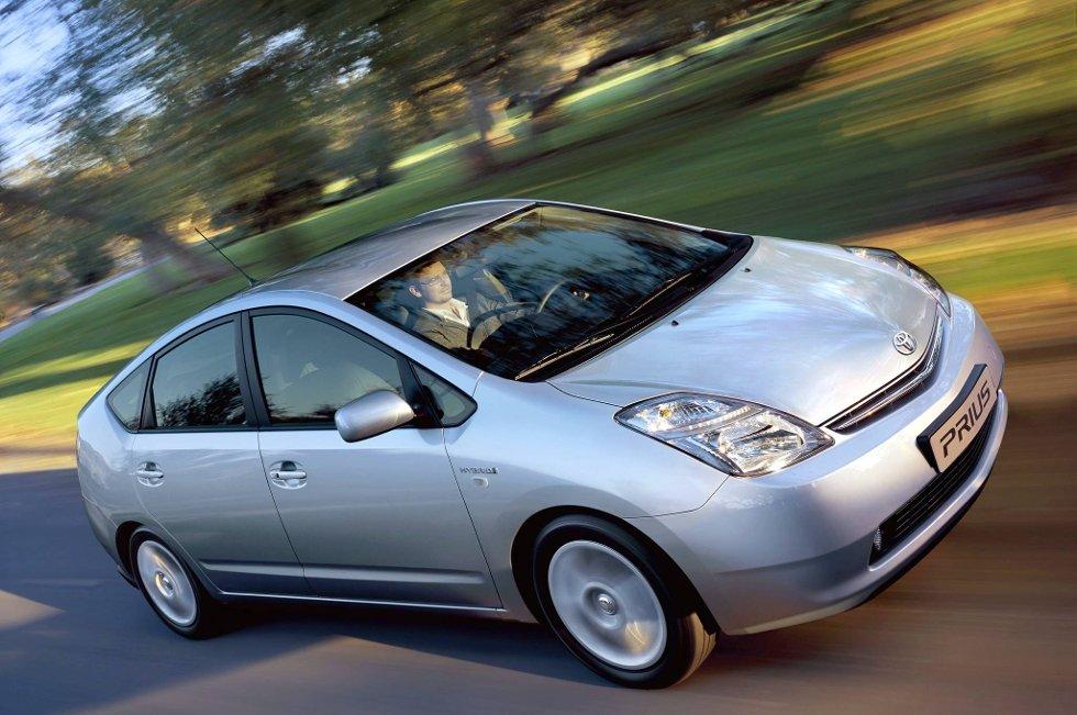 Toyota har planer om å begynne å bygge sin Prius-modell i USA og Kina, og å produsere rundt 100.000 slike biler i de to landene hvert år.