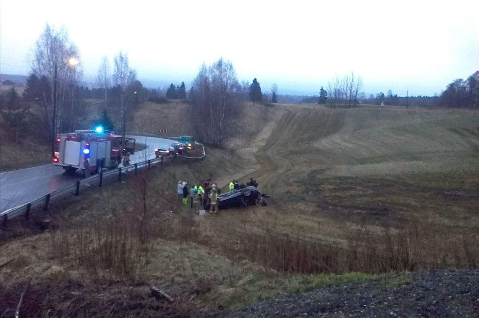 KJØRTE UT: Kvinnen som stakk av fra denne ulykken ved Auli i Nes ble lørdag tatt av politiet. Foto: Rb-tipser