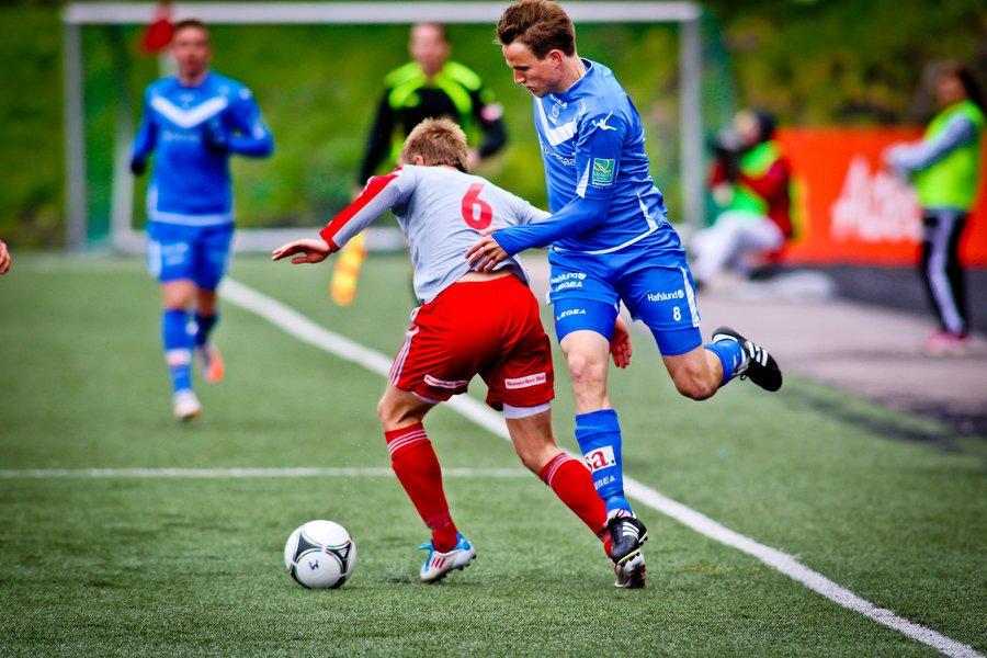 Adeccoligaen , Fotball , 13.05.2012 , Strømmen Stadion , Strømmen v Sarpsborg 08 , Morten Giæver runder Fredrik Nilsen , Foto: Thomas Andersen (Foto: Thomas Andersen)
