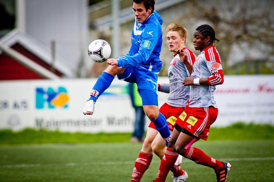 Adeccoligaen , Fotball , 13.05.2012 , Strømmen Stadion , Strømmen v Sarpsborg 08 , Martin Wiig fyrer av et skudd , Foto: Thomas Andersen (Foto: Thomas Andersen)