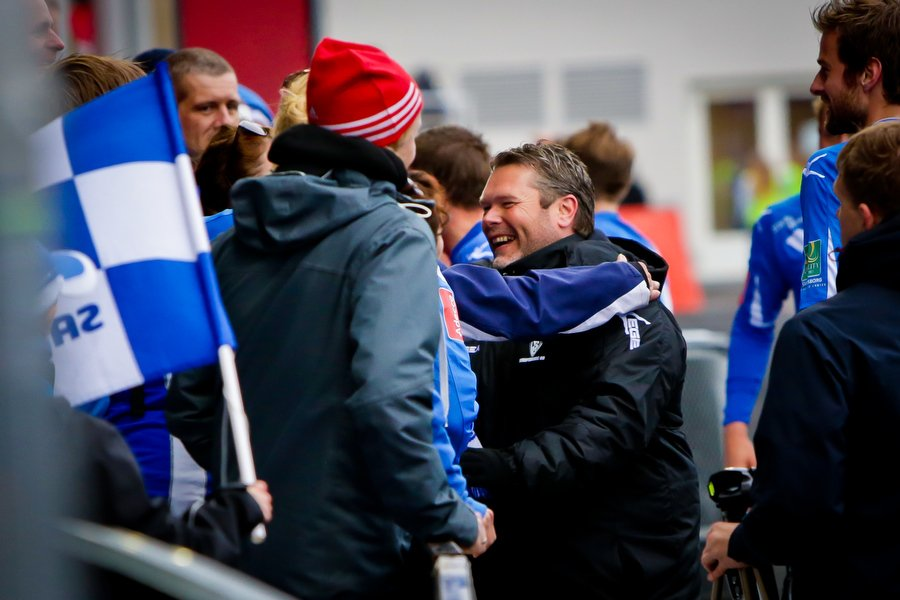 Adeccoligaen , Fotball , 13.05.2012 , Strømmen Stadion , Strømmen v Sarpsborg 08 , Roar Johansen takker supporterne etter kampen , Foto: Thomas Andersen (Foto: Thomas Andersen)