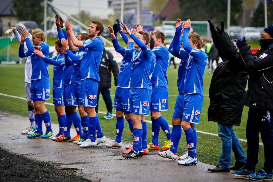 Adeccoligaen , Fotball , 13.05.2012 , Strømmen Stadion , Strømmen v Sarpsborg 08 , Spillerne takker supporterne etter kampen. , Foto: Thomas Andersen (Foto: Thomas Andersen)