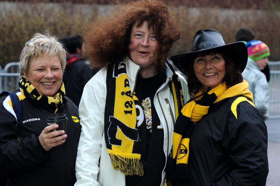 PÅ ÅRÅSEN: Kjersti Aulie, Bente Kværnes og Sidsel Thoresen har planer om å slukke Brann i dag. (Foto: Vidar Sandnes                   )