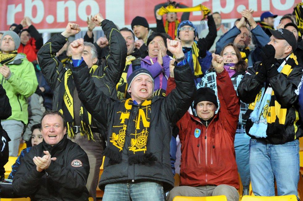 2-2: Lagene ligger likt, og fansen øyner håp. (Foto: Vidar Sandnes                   )