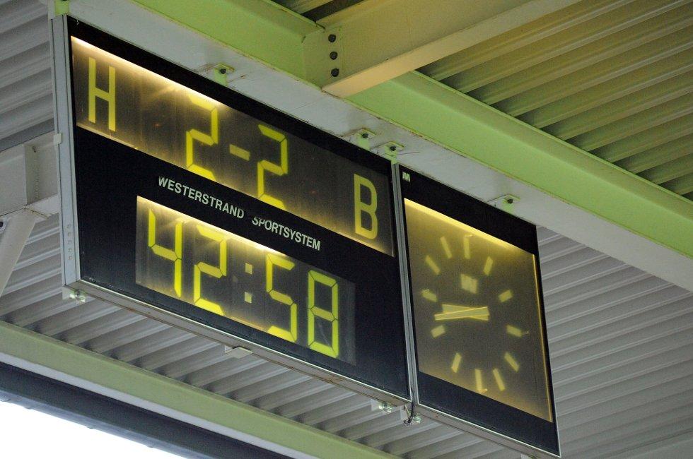 JEVNT: I sekundene før pause sto det 2-2. (Foto: Vidar Sandnes                   )