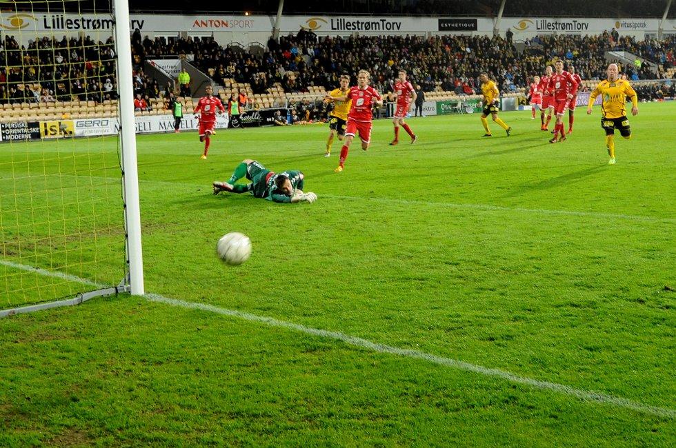 IKKE NÆR NOK: Det er mange angrep mot Branns mål, men det ender med 0 poeng for LSK i dag. (Foto: Vidar Sandnes                   )