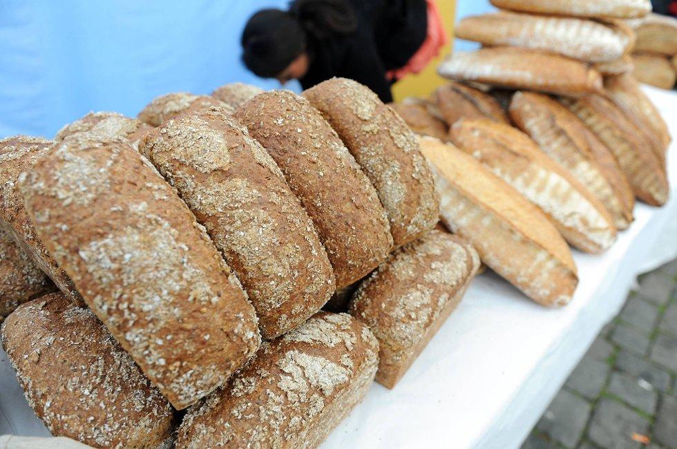 Det kan bli vanskelig å få sikret seg nok brød til 17. mai og helgen, sier bondelagsleder Nils T. Bjørke.