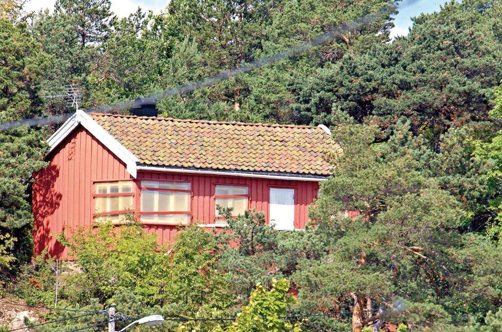 Prisantydningen på 1,85 millioner kroner for denne hytta i Holmesund er nok et eksempel på at prisene på hytter langs Sørlandskysten er i ferd med å nå nye høyder.