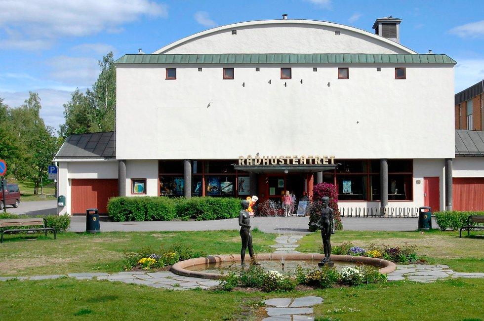 BÆSJ: Bileieren fant bilen sin bæsjet på etter et besøk i Rådhus-Teatret mandag kveld.
