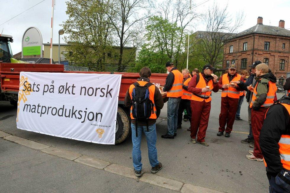 Norske bønder får bare støtte av hver tredje nordmann for sine krav.