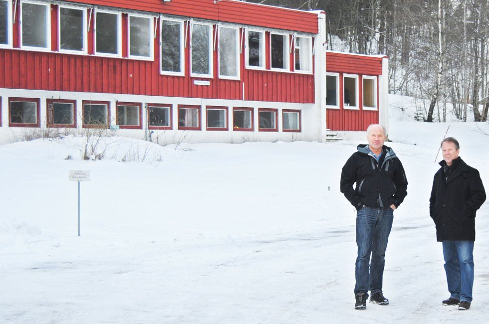 Erik Lindahl  og Nils Petter Berg fortalte om planene for skoleeindommen på Skjerpe. Nå er søknaden om bruksendring kommet inn.