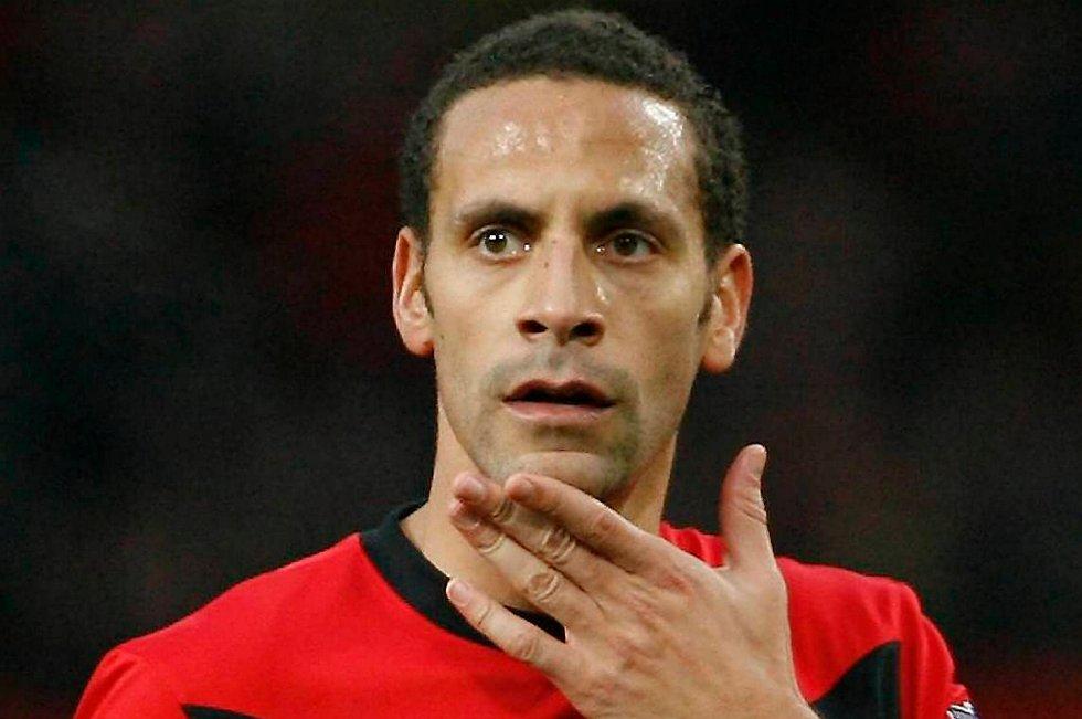 Rio Ferdinand vrakes.