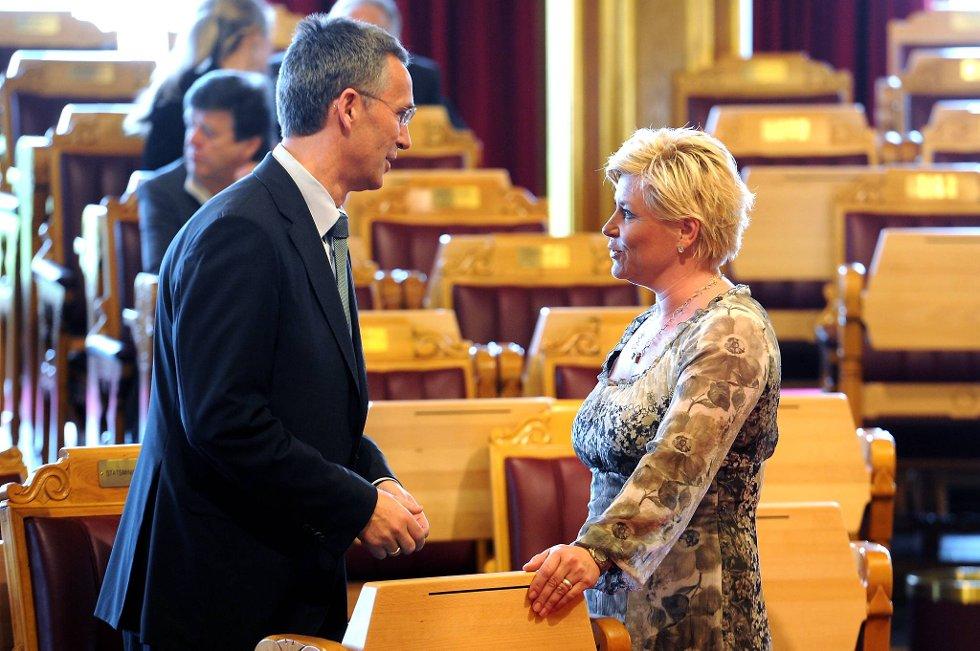 Både statsminister Jens Stoltenberg og Siv Jensen har grunn til å smile. De leder begge partier som styrker seg på en fersk meningsmåling.