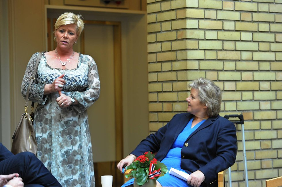 Høyre-leder Erna Solberg ser gode muligheter for borgerlig flertall ved neste års stortingsvalg. Her sammen med Frp-leder Siv Jensen.