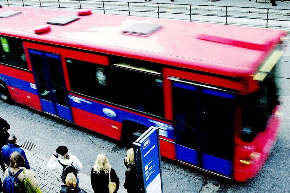 Partene mekler på overtid i lønnsoppgjøret for buss- og godssjåføre.