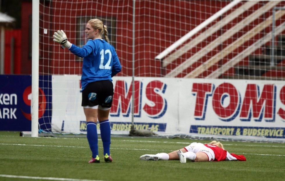 Gjemselund, 20.05.2012: KIL damer - Fl?¶ya: Kine Hanssen nede for telling.             FOTO: MATS SLAASTAD BIRKELUND (Foto: )