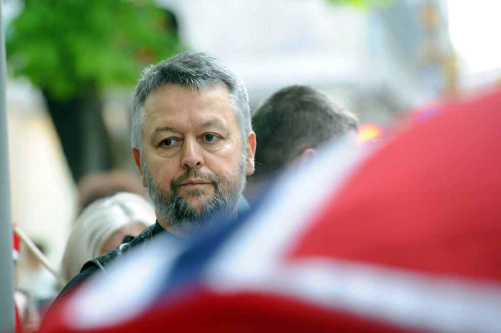 Ludvig Nessa aksjonerer utenfor Stortinget.