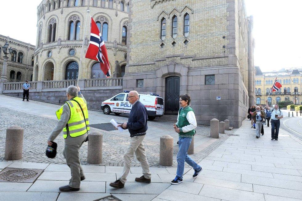 Representanter fra kirken aksjonerte utenfor Stortinget.