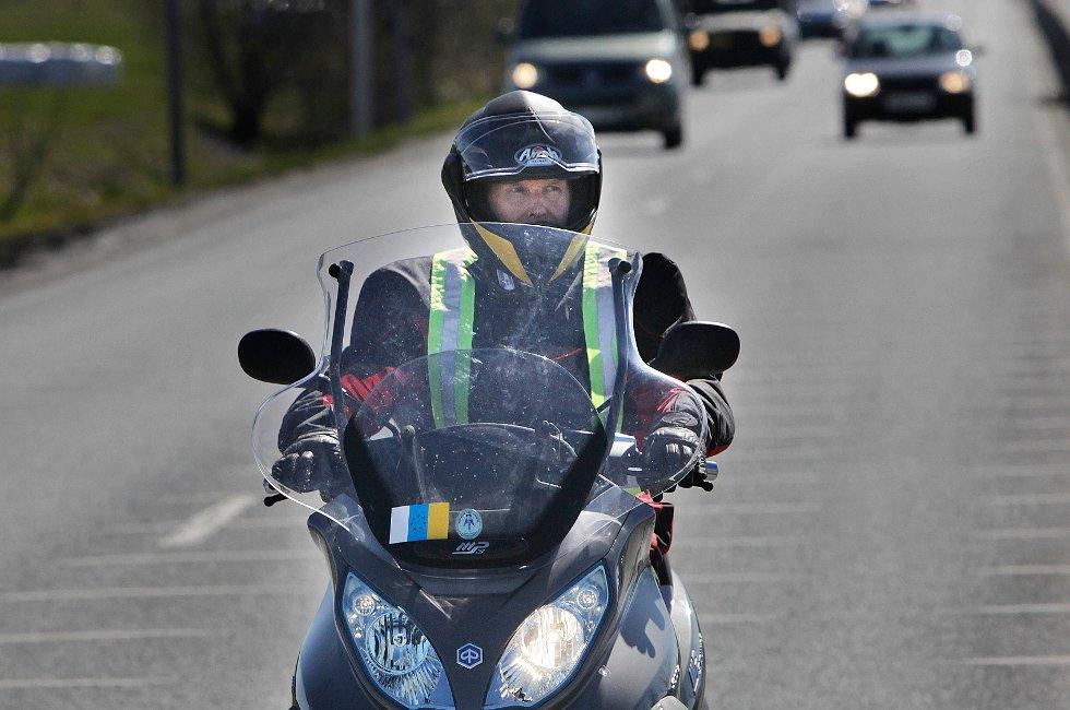 Kjell Hansen og scooteren hans har blitt gode venner den sistemåneden.
