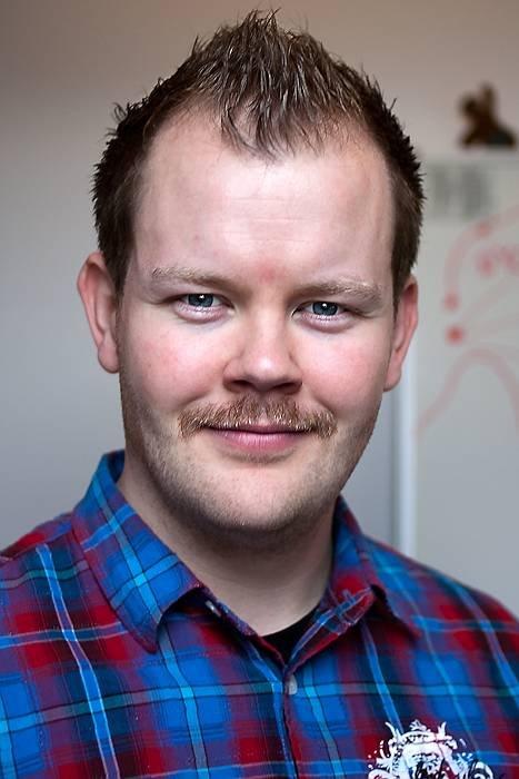 Salg- og markedsføringssjef i Dohop, David Gunnarsson, sier at ungdommen er de som tenker mest på valutakursene når de drar på ferie.