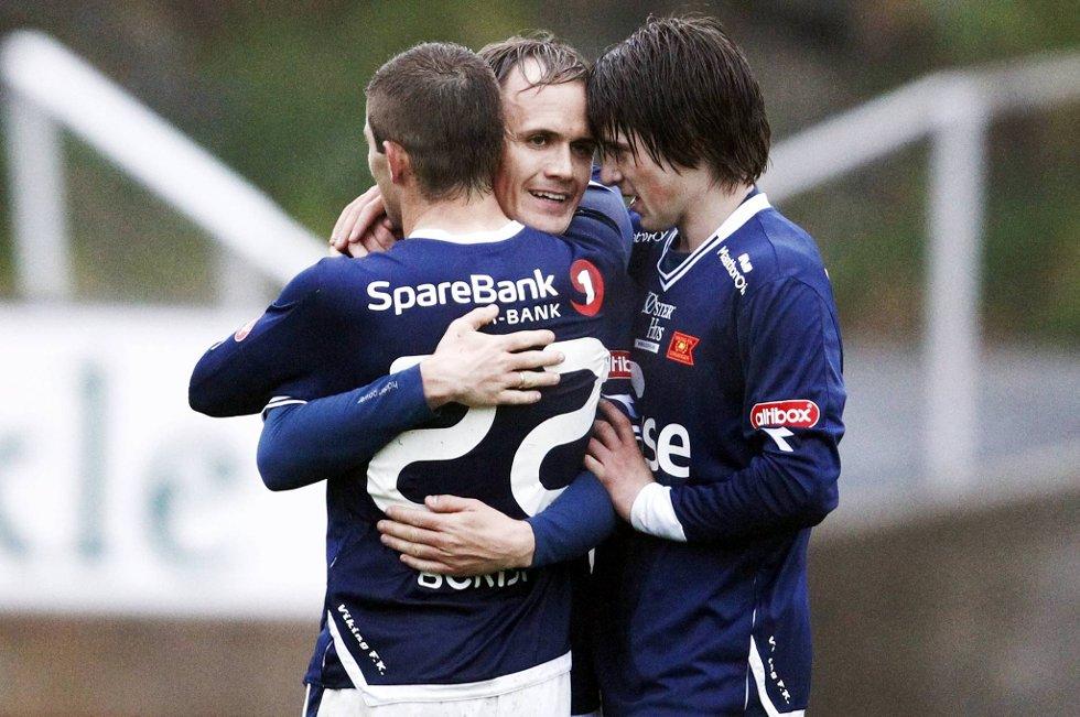 Vidar Nisja gratuleres av Valon Berisha og Eirik Jakobsen.