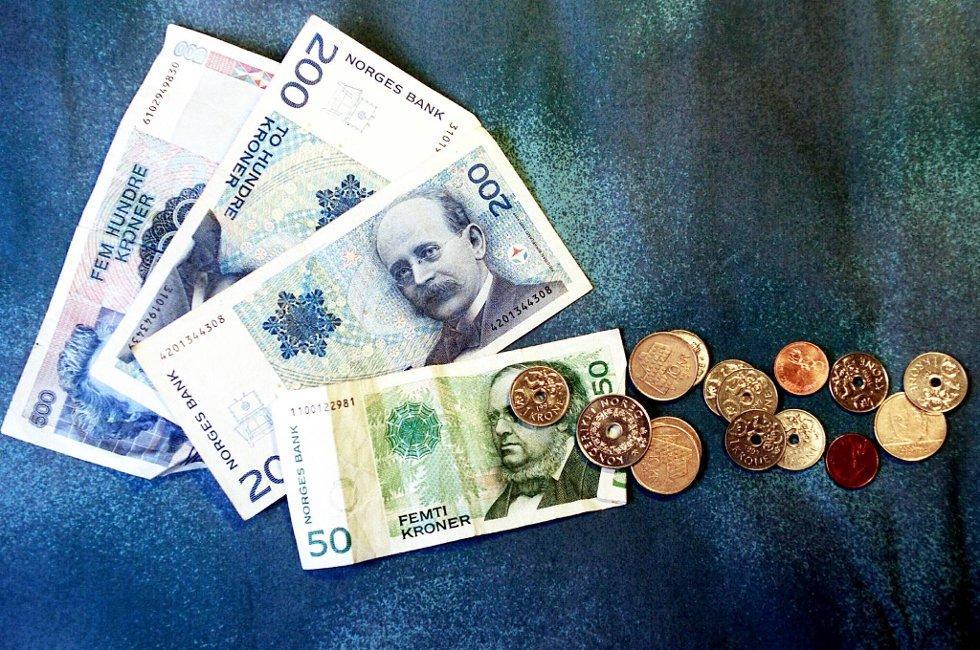 Den samlede gjelden til Kari og Ola Nordmann holder seg stabil. Ved utgangen av februar var veksten for de siste tolv månedene på 1,6 prosent, uendret fra måneden før.